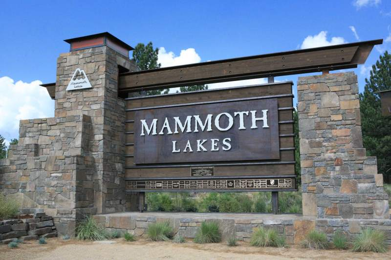 Mammoth-Lakes-Gateway-monoument-close-up-mammoth-lakes-california1